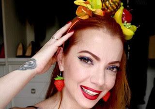 Confira um passo a passo para make e cabelo de carnaval