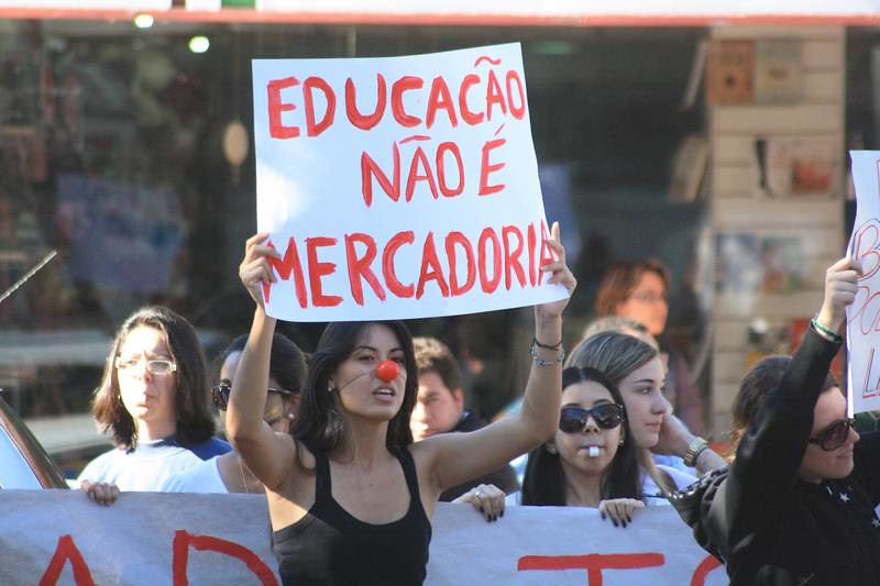 educação_mercadoria.jpg