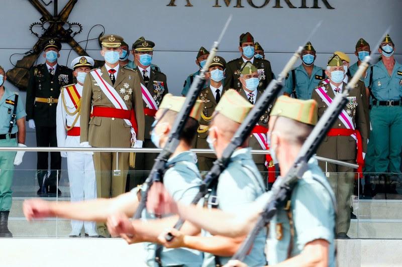<p>El Rey Felipe VI en el desfile del centenario de la fundación de la Legión.</p>