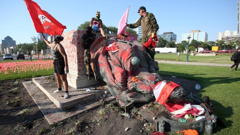 Statue topple