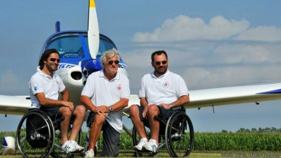 Instrutor e dois pilotos paralíticos foram o 'WeFly Team'. Ambos pilotos aprenderam a pilotar após perderem movimento nas pernas