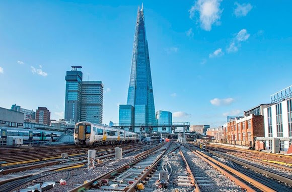 On track for 2018! All tracks surrounding landmark London Bridge station are now in place and ready for the New Year