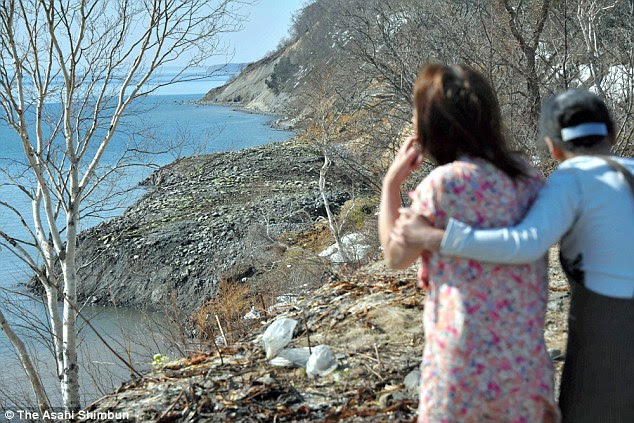 New view: Local residents from Rausu, Hokkaido, take a look at the newly emerged coastline