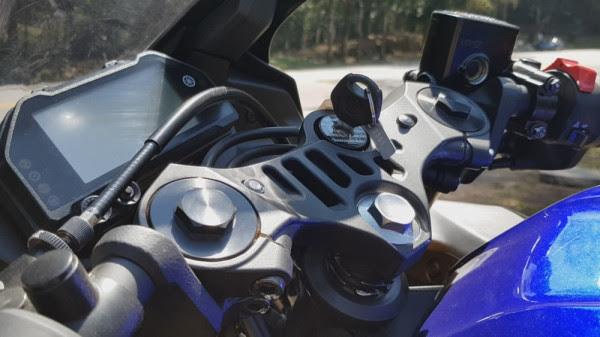 Yamaha-R3-2020-05-Mesa-Guidao