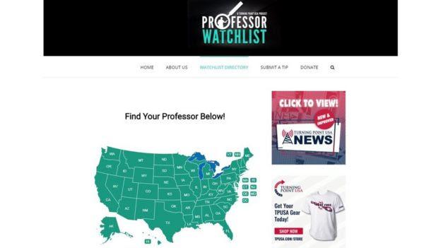 Reprodução do site Professor Watchlist, mostrando um mapa dos Estados Unidos e o texto: 'encontre seu professor abaixo'