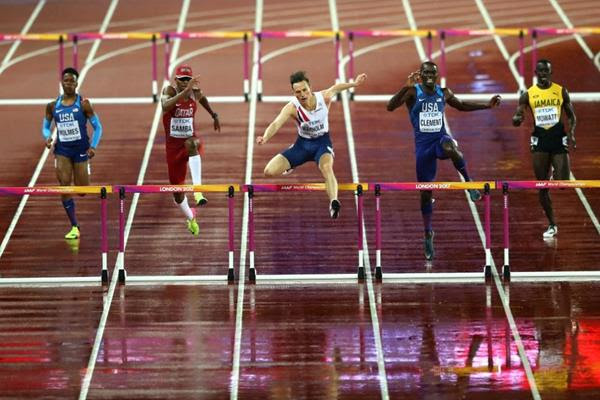 Karsten Warholm leads the field over the final barrier in the men's 400m hurdles final at the IAAF World Championships London 2017 (Getty Images)