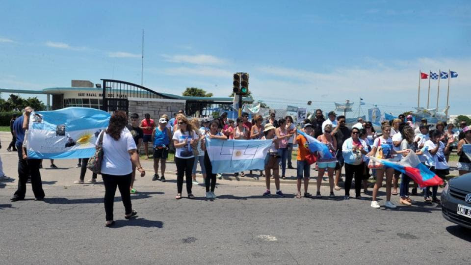 Los familiares del ARA San Juan siguen en la Base Naval de Mar del Plata.