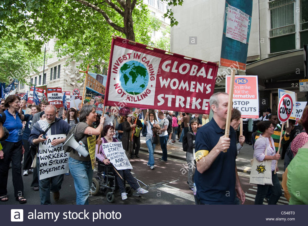 global-womens-strike-on-one-day-strike-by-teachers-and-civil-servants-C548T0.jpg