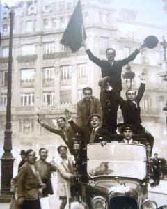 Euforia en Madrid por la proclamación de la Segunda República.