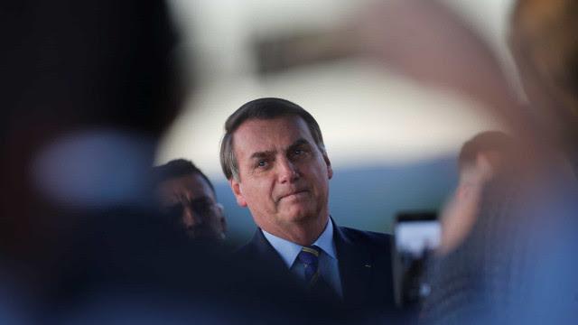 Na TV, Bolsonaro diz defender democracia, mas celebra golpe de 1964