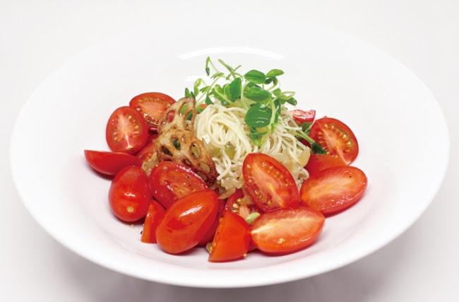 アイコまみれのソルティートマト冷麺
