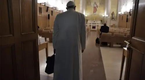 Papa Francisco concluye sus ejercicios espirituales de Cuaresma y regresa al Vaticano