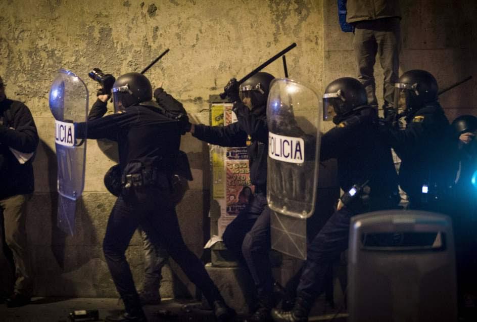 Los antidisturbios, en posición