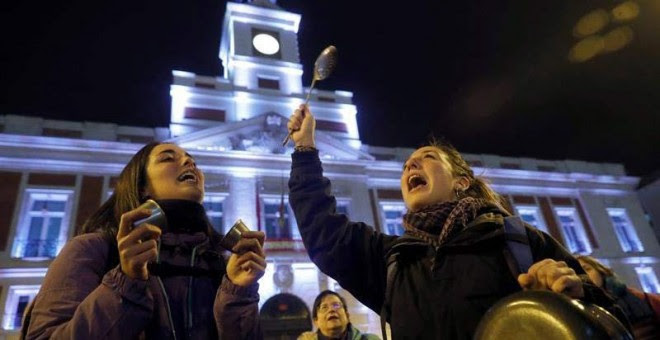 Cacerolada en la Puerta del Sol. (EFE)