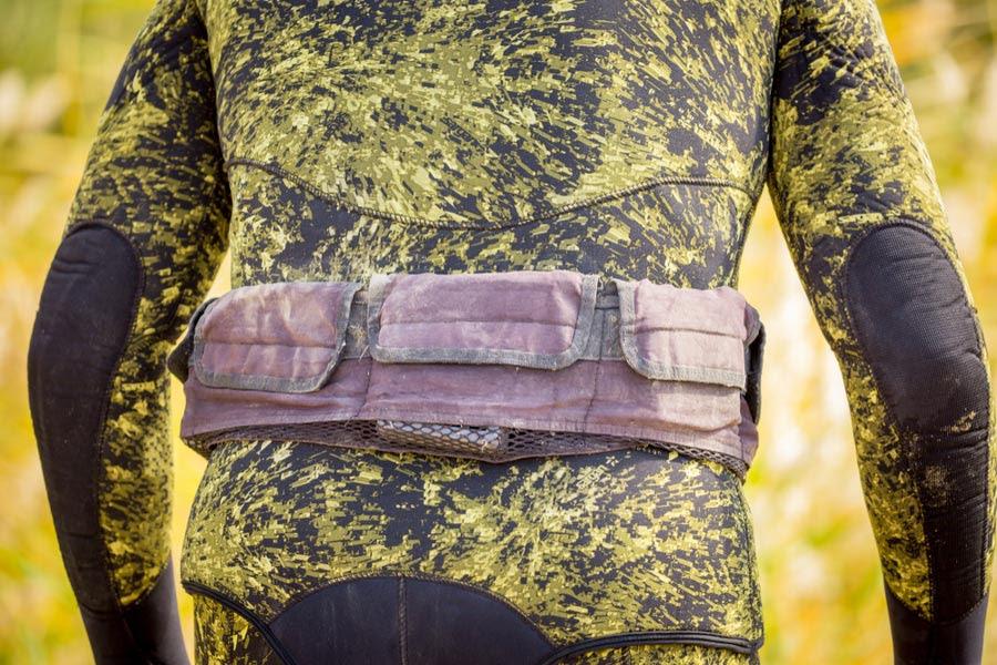 a pocket diving weight belt on a diver's waist