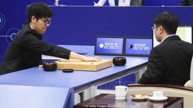 Ke Jie tenta vencer o programa AlphaGo de inteligência artificial
