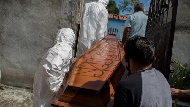 Média móvel de mortes por covid-19 no Brasil fica em 1.066 nesta terça-feira