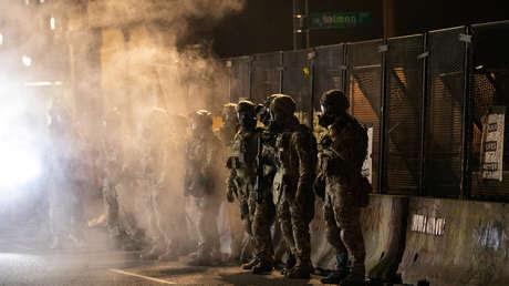 EE.UU. no retirará a los agentes federales enviados a Portland para contener protestas hasta que cesen los actos violentos