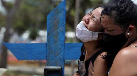 Brasil sobrepasa las 300.000 muertes por coronavirus en total y atraviesa el peor momento de la pandemia