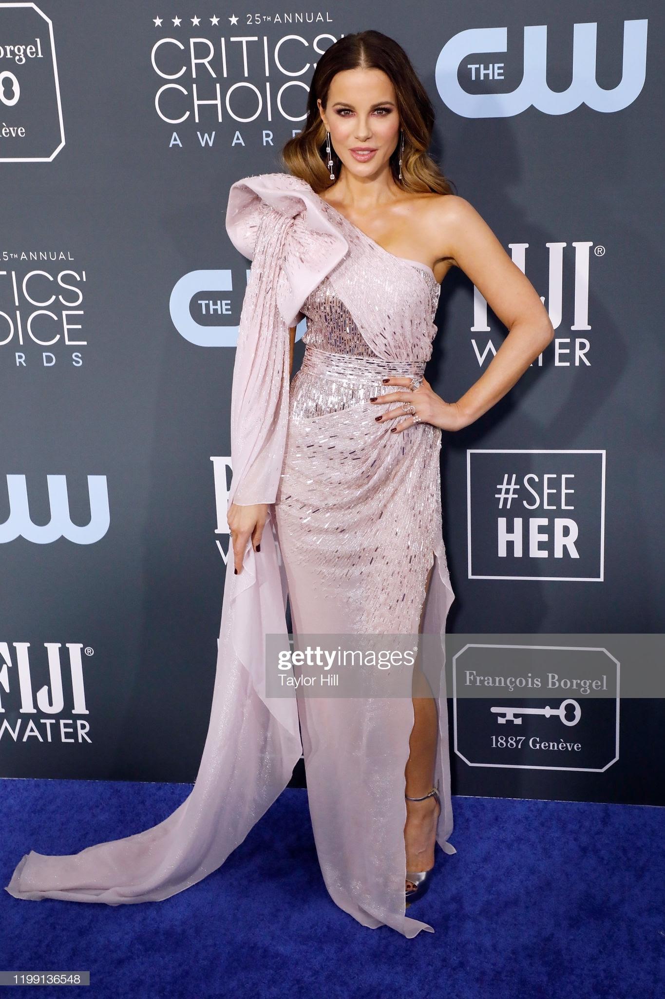 a8917f44 a895 45f9 acc4 ca5c39ed9466 - Jennifer Lopez y Emily,entre las celebrities que apostaron por Jimmy Choo en los Critics' Choice Awards