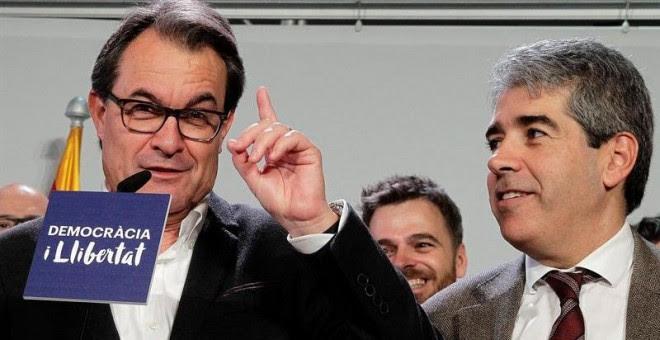 El candidato de Democràcia i Llibertat, Francesc Homs, y el presidente de CDC, Artur Mas, durante su comparecencia para valorar los resultados de su formación en las elecciones generales. EFE