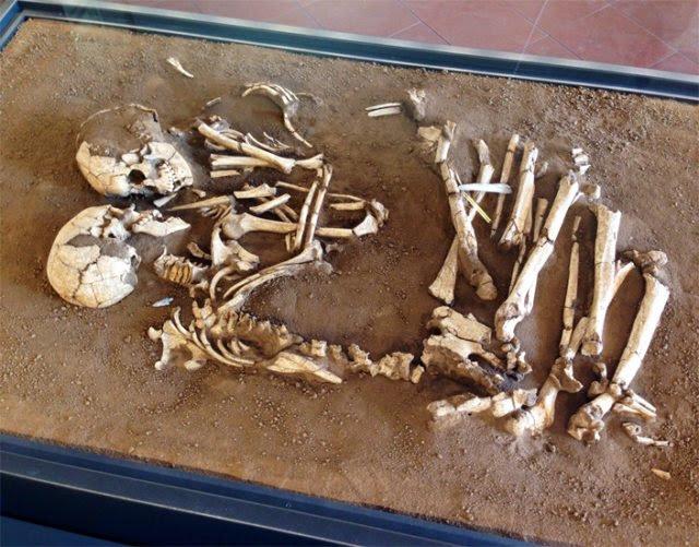 Los amantes son exhibidos en el Archaeological Museum en Mantua, Italia.
