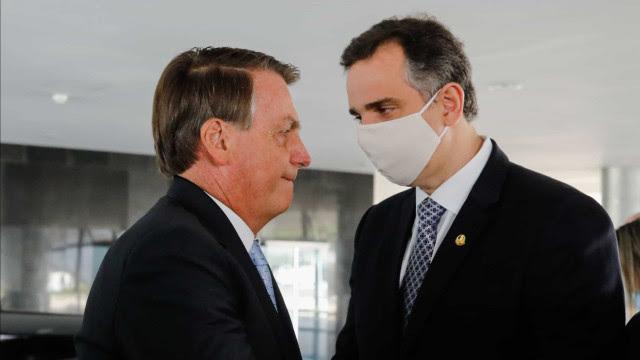 Bolsonaro reclama da decisão de Pacheco sobre impeachment de Moraes