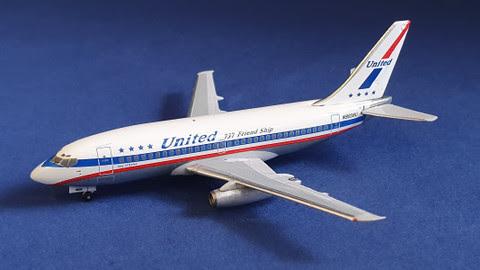Boeing 737-200 United N9008U