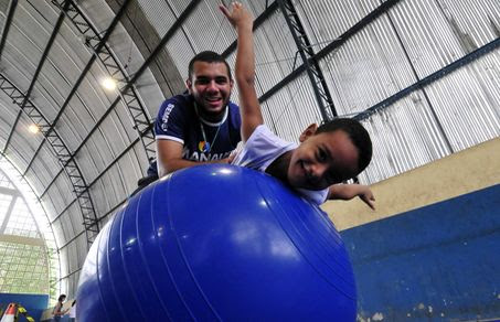 A OMS estima que no mundo todo há 70 milhões de pessoas com autismo. No Brasil, a estimativa é de dois milhões.