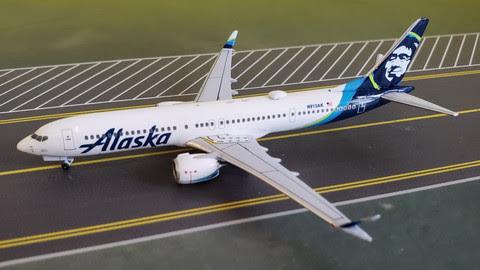 737 MAX 9 Alaska Airlines N913AK