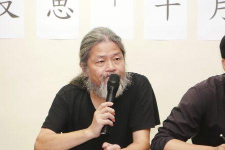 中國詩人孟浪認為,任何理想主義、任何以美好為名義者,絕對不能傷害人的生命、人的尊嚴。