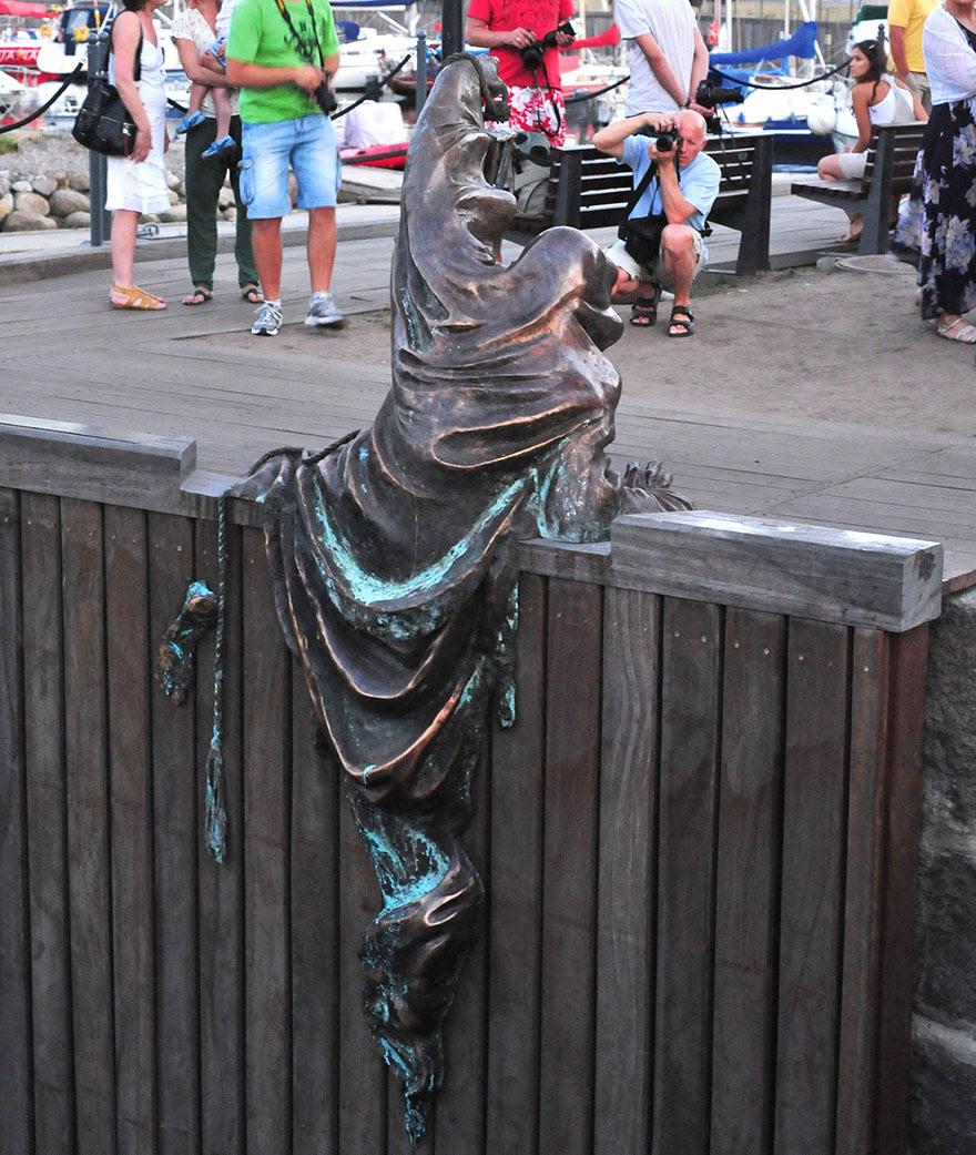 http://www.boredpanda.com/worlds-most-creative-statues-sculptures/?image_id=worlds-most-creative-statues-25-2.jpg