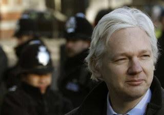 Assange sobre ligação russa com divulgações do WikiLeaks: 'Mentira'