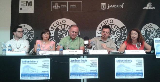Daniel Munevar, asesor del ministro de Economia Yanis Varoufakis; Guiomar Morales, miembro de la PACD Madrid; Diego Borja, ex ministro de Finanzas de Ecuador; y Daniel Albarracín, participante de la Comisión de Auditoría Griega y miembro de Podemos / A.I