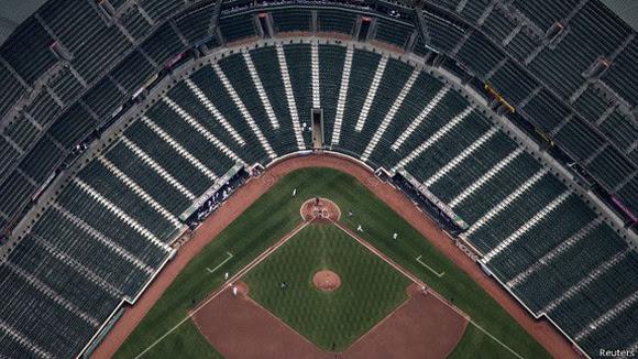 El partido terminó con victoria de los Orioles sobre los Medias Blancas 8-2. El próximo juego previsto en el Camden Yards será entre Baltimore y Tampa Bay este viernes 1 de mayo.