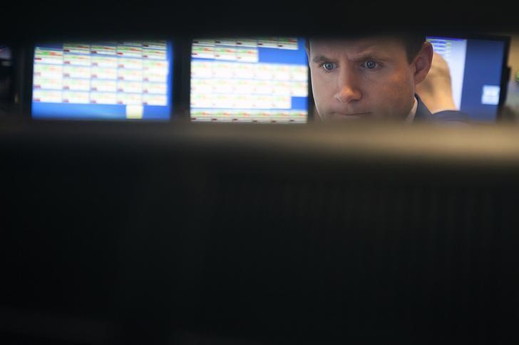 © Reuters.  Wall Street borra las pérdidas y el Dow Jones sube un 0,43 % a media sesión