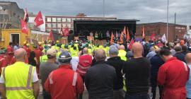 Победа: Рабочие защитили верфь от закрытия