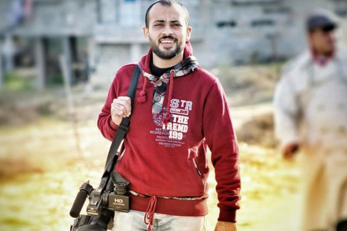 Palestina: Con dolor entierran a periodista asesinado por militares israelíes