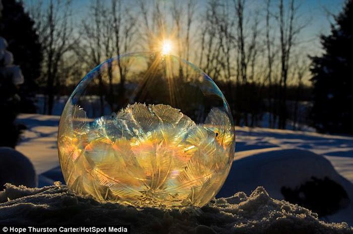 Mê mẩn những quả bong bóng xà phòng đóng băng - Ảnh 3.