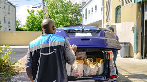 An Amazon Flex driver loads his vehicle with groceries from Bread for the City, a Washington, D.C. food pantry. Amazon is donating delivery services so that food can be brought directly to the homes of people in need. (Photo: Business Wire)