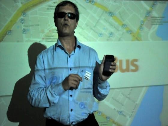 Luiz Eduardo Porto, que é deficiente visual há 23 anos, auxiliou o desenvolvimento do app para smartphones