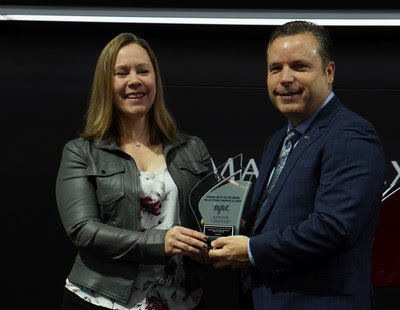 Stephanie Wallcraft, AJAC President, presents AJAC award to David Klan, President, Mazda Canada (CNW Group/Mazda Canada Inc.)