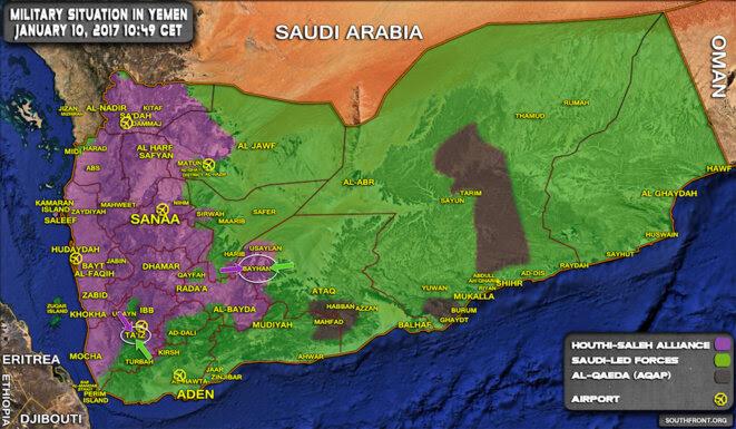 La situation au Yémen : en violet, le territoire contrôlé par les rebelles houthistes (avec le port d'Hodeida à l'est) ; en vert, le territoire contrôlé par le gouvernement officiel, allié à la coalition menée par l'Arabie saoudite ; en gris, les zones tombées entre les mains d'AQPA.