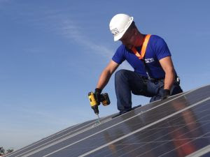 Mercado fotovoltaico segue em expansão no Brasil por apresentar redução de até 95% na conta de energia