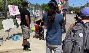 Protesta en CA contra los centros de detención de inmigrantes y pidiendo la puesta en libertad de los internos