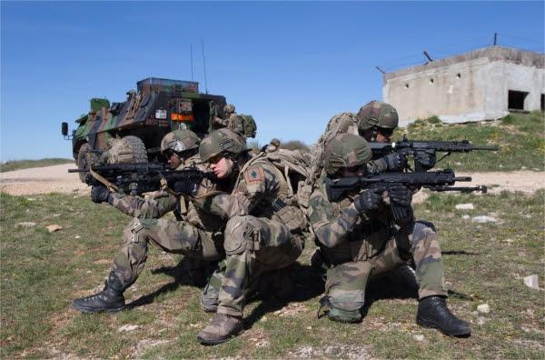 la 13e DBLE expérimentent le HK 416 F Dimanche, 23 Avril 2017 12:15 1875248105