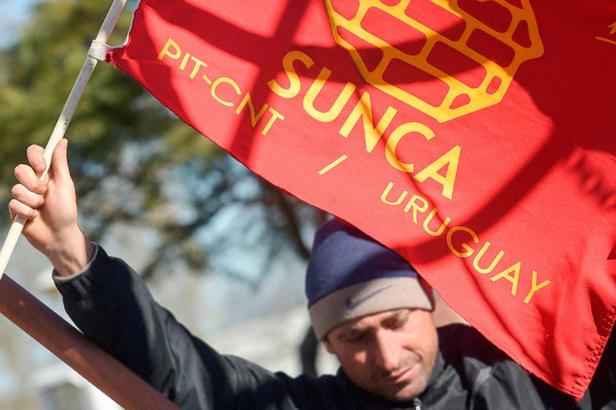 """SUNCA: El gobierno """"se viste con ropa ajena"""""""