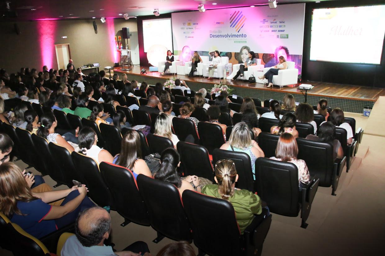 Auditório ficou lotado durante encontro de empreendedoras e lideranças femininas.