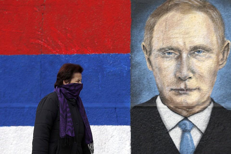 Straattekening met een portret van de Russische president in het centrum van Belgrado.