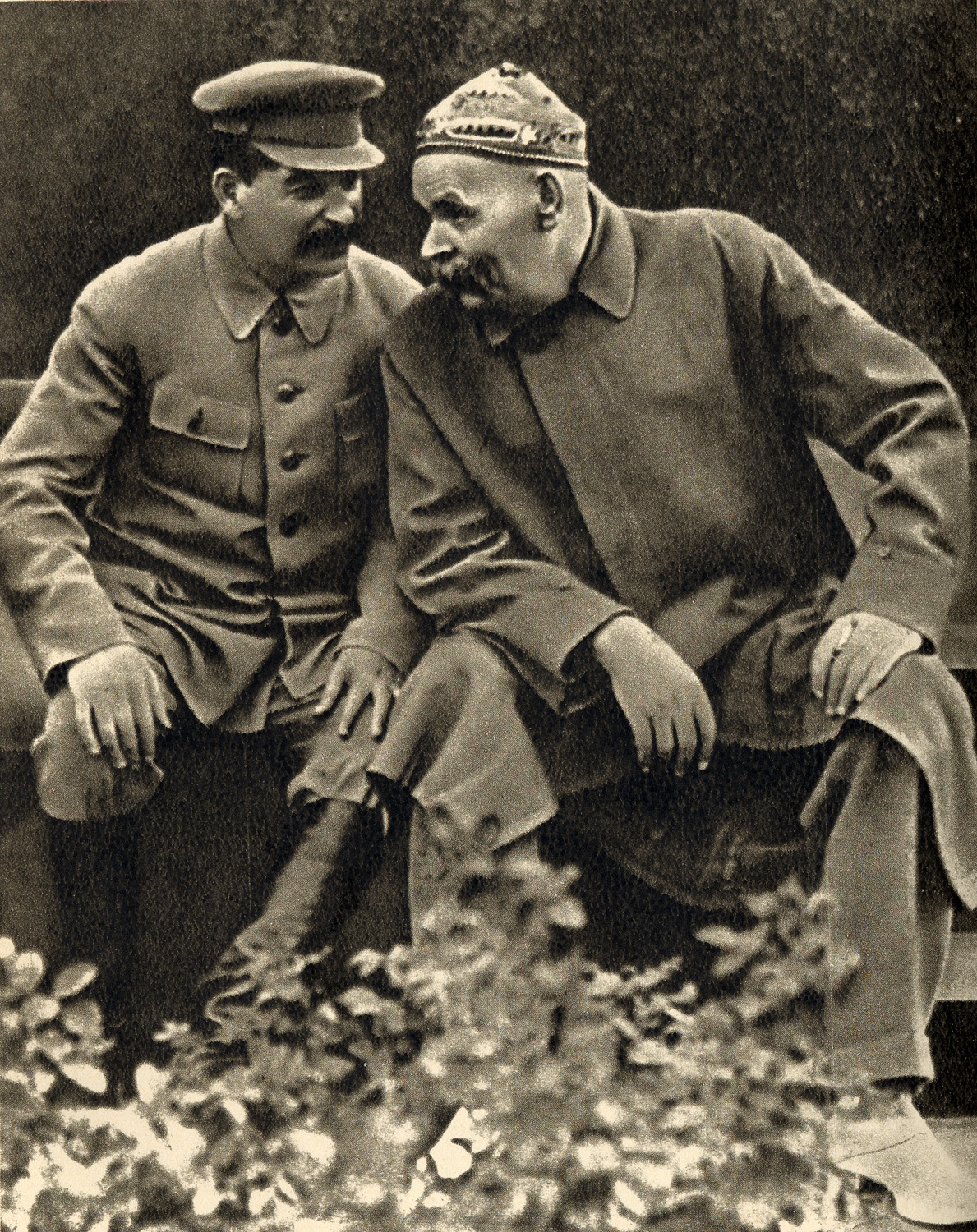 http://upload.wikimedia.org/wikipedia/commons/6/60/Joseph_Stalin_and_Maxim_Gorky%2C_1931.jpg
